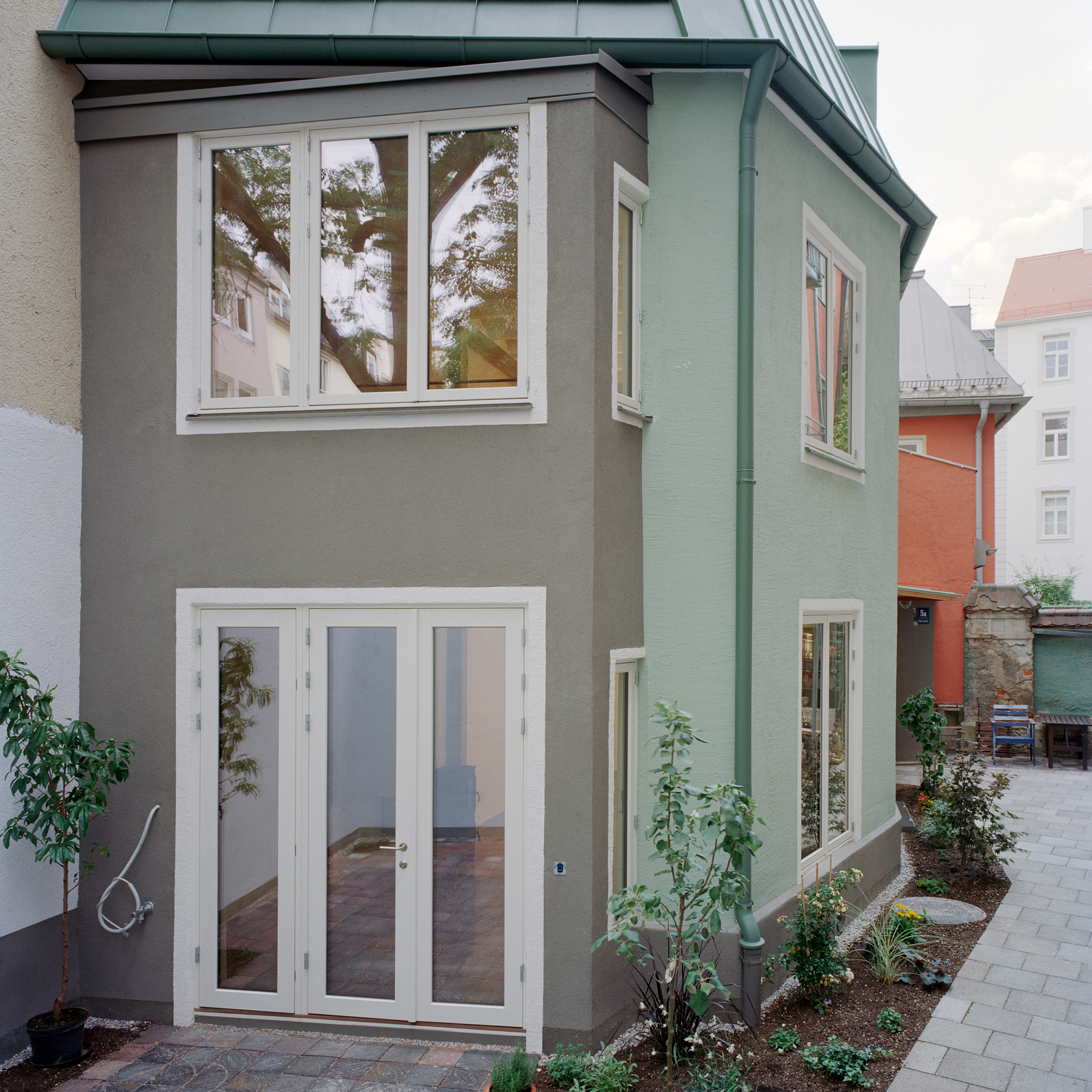 hinterhofhaus_quadratisch